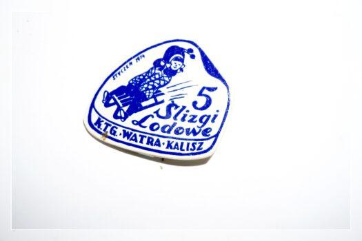Plakieta z napisem 5 ślizgi lodoweˮ K.T.H ▪ WATRA ▪ Kalisz, styczeń 1974 r.