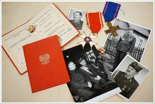 odznaczenia i zdjęcia Aleksandra Calińskiego eksponowanych podczas wystawy czasowej w Muzeum pt. Powstanie Wielkopolskie.