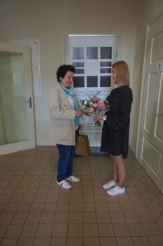 Zdjęcia z wręczena nagrody Darczyńca Roku 2020 na środku dwie kobiety